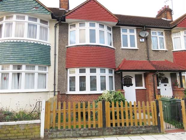 3 Bedrooms Flat for rent in Egremont Road, West Norwood