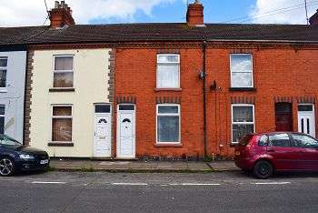 2 Bedrooms Terraced House for sale in Greenwood Road, St James, Northampton, NN5 5EA