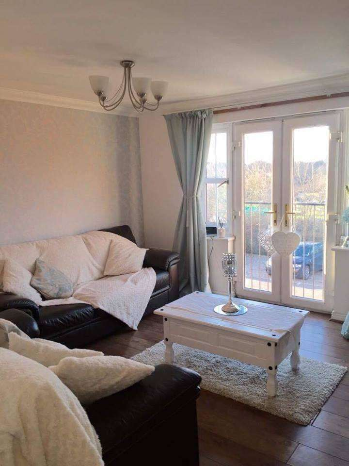 2 Bedrooms Flat for rent in Stoney Bridge Drive, Waltham Abbey, Essex, EN9 3LY