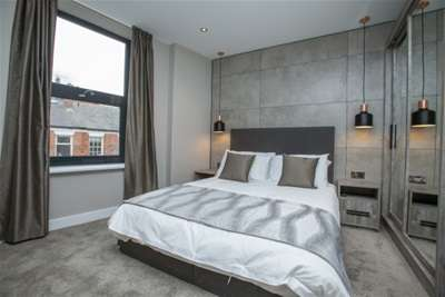 2 Bedrooms Property for rent in Trafalgar House, Park Place, City Centre