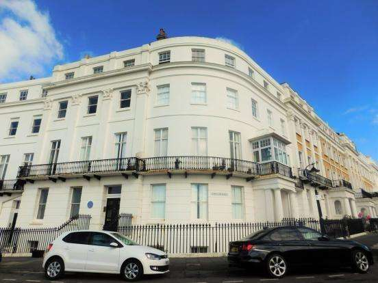 2 Bedrooms Apartment Flat for sale in Lewes Crescent, BRIGHTON, BN2