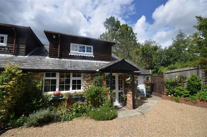 2 Bedrooms Cottage House for sale in Kings Lane, Wrecclesham, Farnham