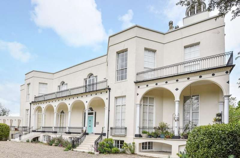 3 Bedrooms Flat for sale in Hotham Park House, High Street, Bognor Regis, PO21
