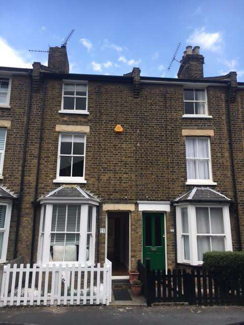 3 Bedrooms Town House for rent in Chapel Rd, Alamein Road, BURNHAM-ON-CROUCH cm0