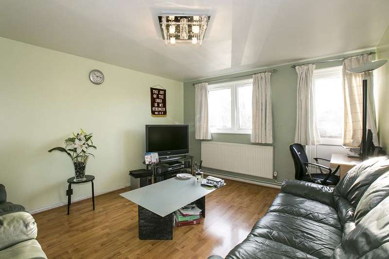2 Bedrooms Flat for sale in Romney Close, New Cross, London, SE14
