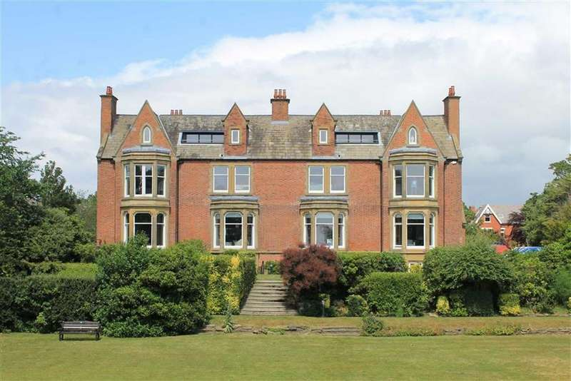 2 Bedrooms Apartment Flat for sale in 2a Clifton Drive, Lytham