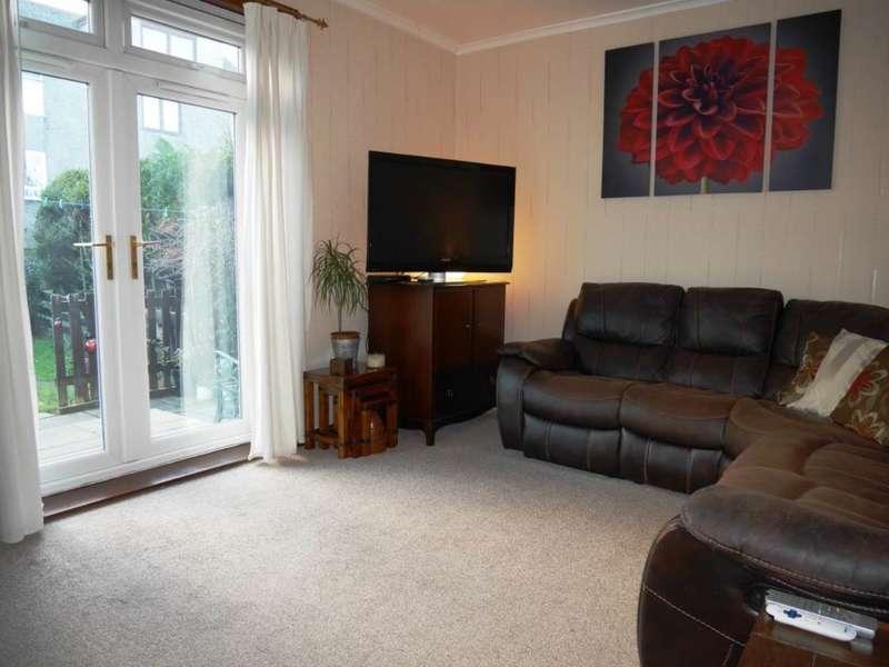2 Bedrooms Flat for rent in Crewe Terrace, Edinburgh,