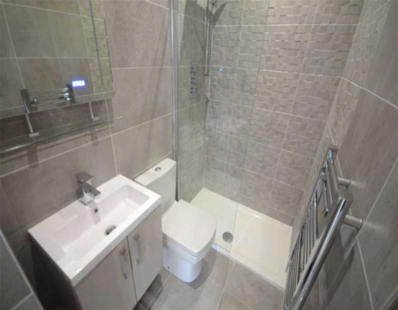 3 Bedrooms Apartment Flat for sale in Livingston Drive, Liverpool