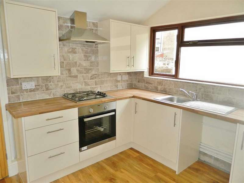 3 Bedrooms Terraced House for sale in Eaton Road, Brynhyfryd