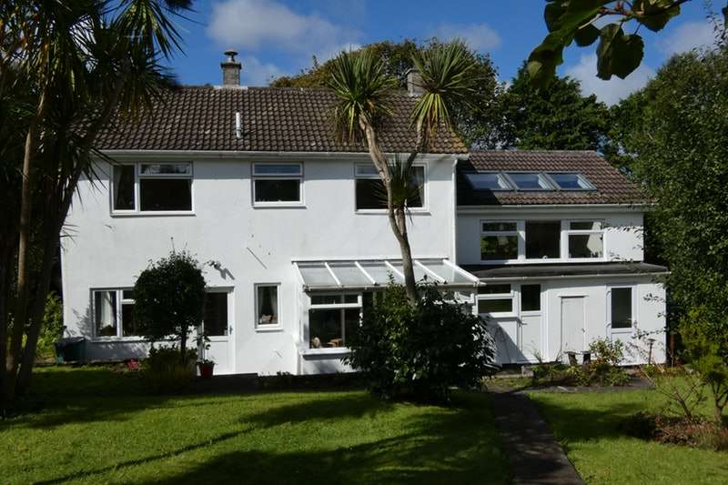 4 Bedrooms Detached House for sale in Trew, Helston, Cornwall, TR13