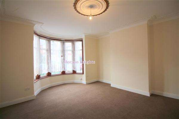 4 Bedrooms Terraced House for rent in Aldersey Gardens, Barking, IG11