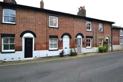 2 Bedrooms Terraced House for rent in M A L D O N