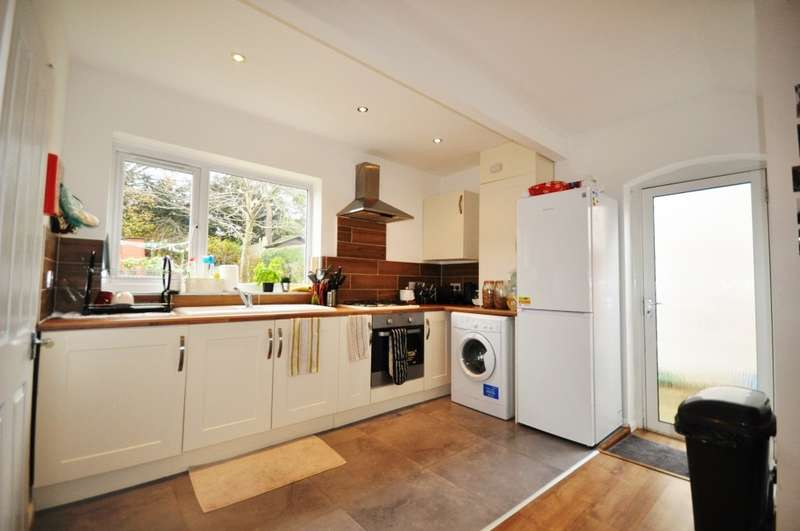 4 Bedrooms House for rent in Raymond Crescent, Guildford