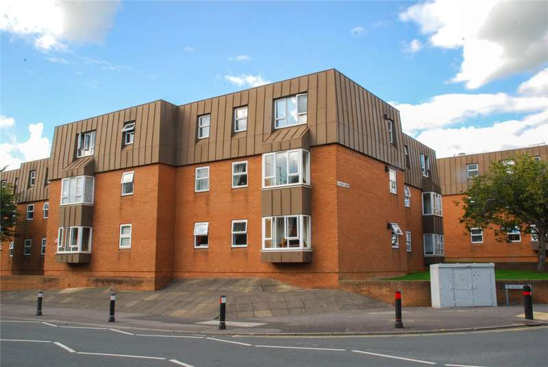 2 Bedrooms Flat for sale in Vicarage Court Vicarage Lane Brockworth GL3
