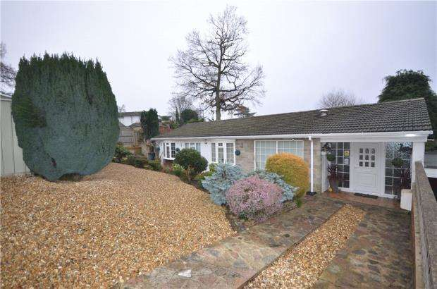 3 Bedrooms Bungalow for sale in Alphington Avenue, Frimley, Camberley