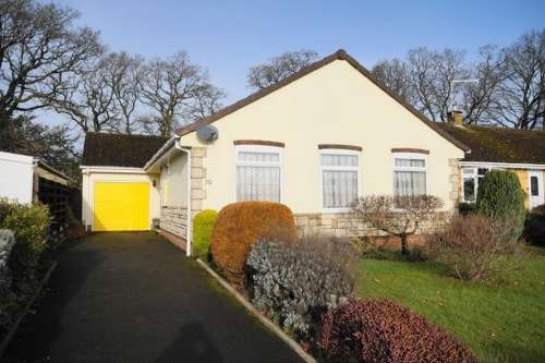 3 Bedrooms Bungalow for sale in Pennington Road, West Moors