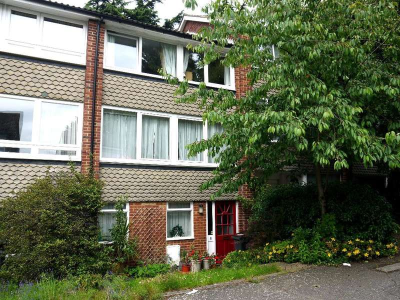 3 Bedrooms House for rent in Fitzroy Gardens, Crystal Palace, London, SE19 2NP