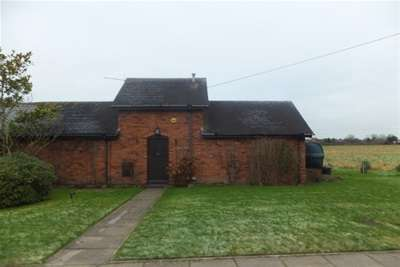 2 Bedrooms Cottage House for rent in The Meadows, Burntwood, WS7