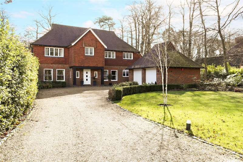5 Bedrooms Detached House for sale in Waverley Avenue, Fleet, Hampshire, GU51