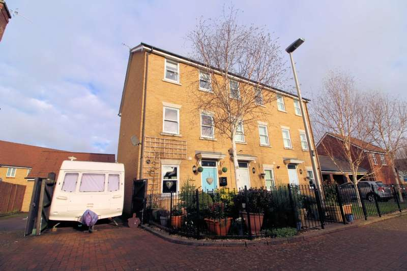 3 Bedrooms Town House for sale in Top Fox Way, Redhouse Park, Milton Keynes
