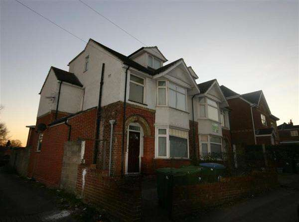 7 Bedrooms Semi Detached House for rent in Bowden Lane, Southampton