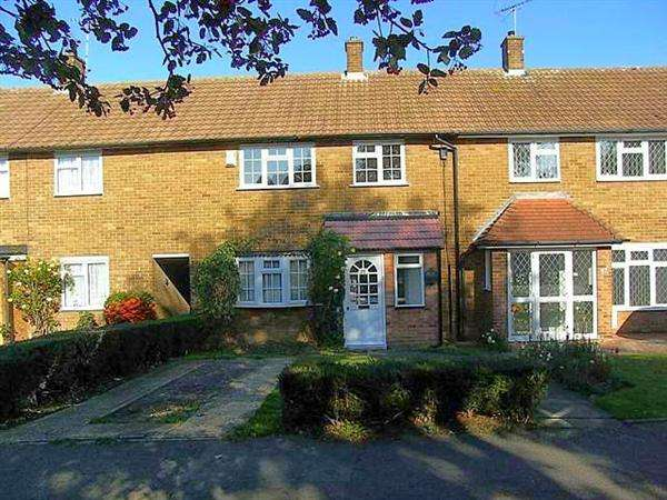 3 Bedrooms Terraced House for sale in Luncies Road, Basildon