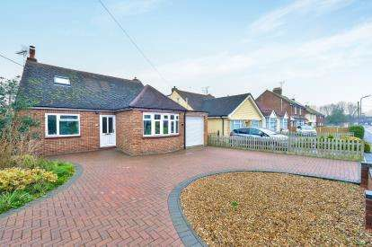4 Bedrooms Bungalow for sale in Brooklands Road, Bletchley, Milton Keynes, Buckinghamshire