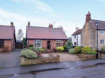4 Bedrooms Bungalow for sale in Main Street, Papplewick, Nottingham, Nottinghamshire
