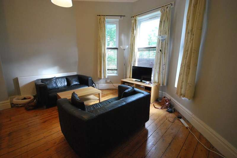 2 Bedrooms Flat for rent in ,21 Ladybarn Road, Fallowfield, Manchester, M14 6WN
