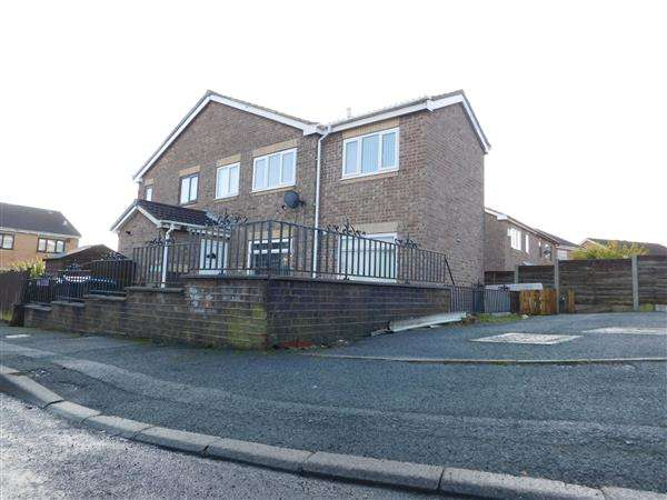 3 Bedrooms Semi Detached House for sale in Lochy Road, Bradford