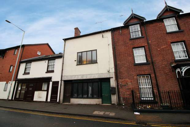 2 Bedrooms Apartment Flat for sale in High Street, Wrexham, Clwyd, LL14 6NH
