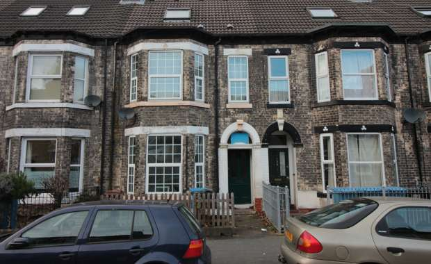 4 Bedrooms Terraced House for sale in Park Grove, Hull, North Humberside, HU5 2US