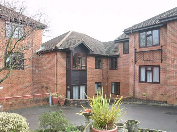 1 Bedroom Retirement Property for sale in Francis Court, Worplesdon Road, GUILDFORD, Surrey