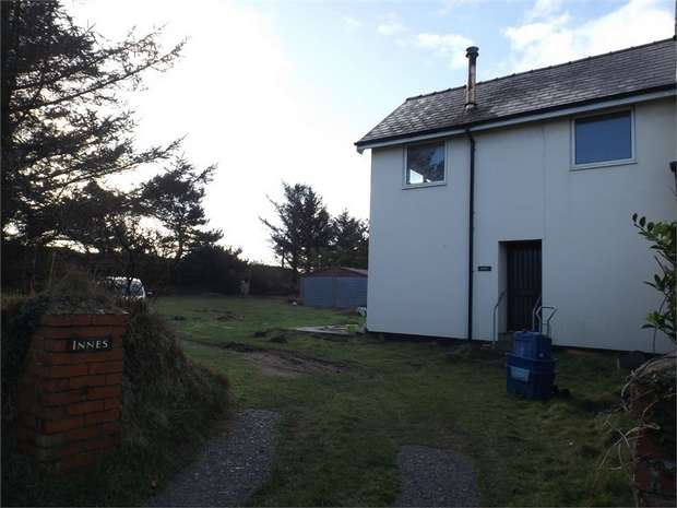 3 Bedrooms Semi Detached House for sale in Golf Road, Pwllheli, Gwynedd