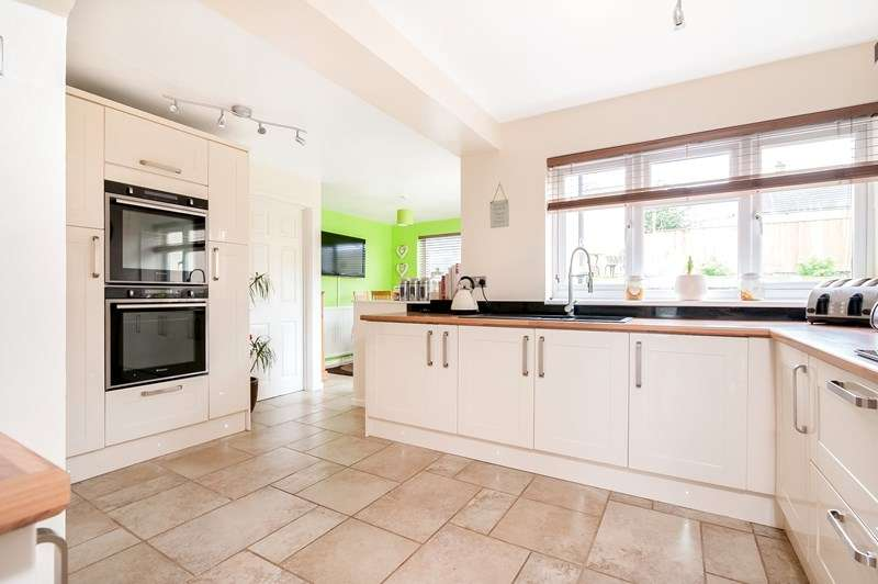 4 Bedrooms Detached House for sale in Lords Piece Road, Chipping Norton