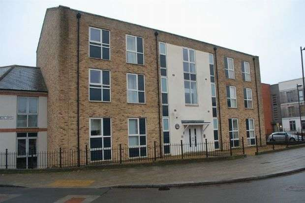 2 Bedrooms Flat for sale in The Square, Upton, Northampton NN5 4EZ