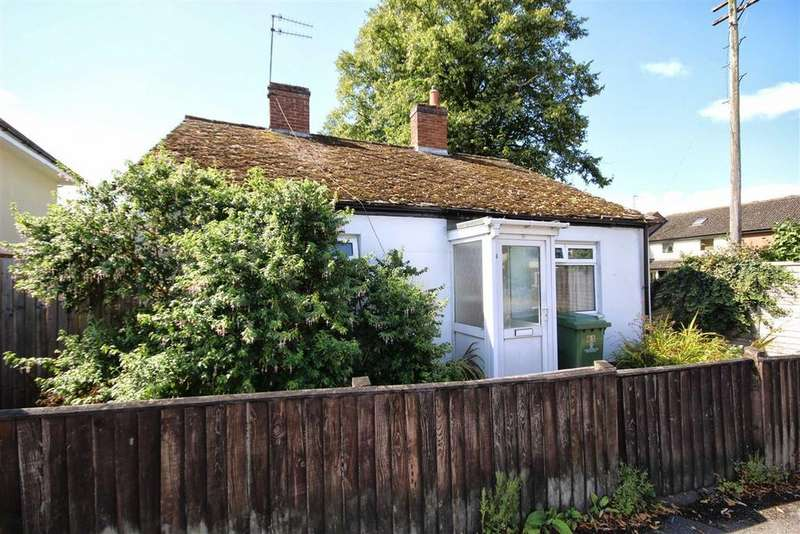2 Bedrooms Detached Bungalow for sale in Whaddon Road, Whaddon, Cheltenham, GL52
