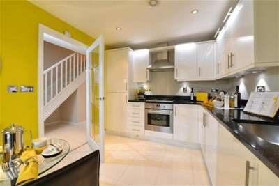 3 Bedrooms Semi Detached House for rent in Barnaby Road, Rugby, CV21 1GB