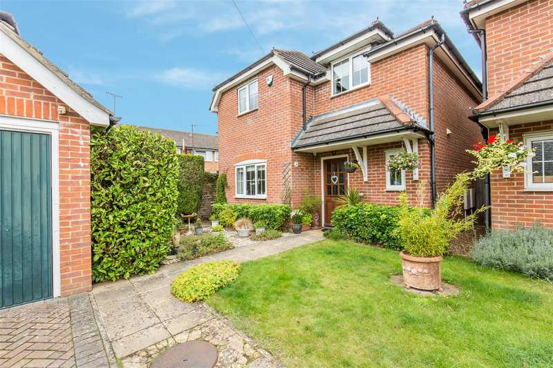 4 Bedrooms Detached House for sale in Costells Meadow, Westerham