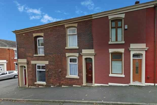 2 Bedrooms Terraced House for sale in Boxwood Street, Blackburn, Lancashire, BB1 9TW
