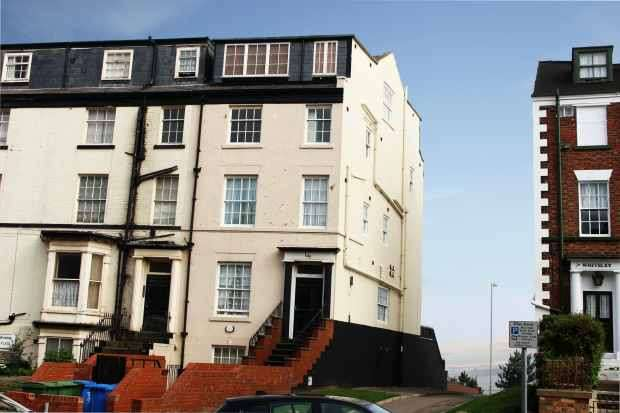 2 Bedrooms Flat for sale in North Marine Road, Scarborough, North Yorkshire, YO12 7HT