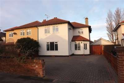 3 Bedrooms House for rent in North Drive, Rhyl