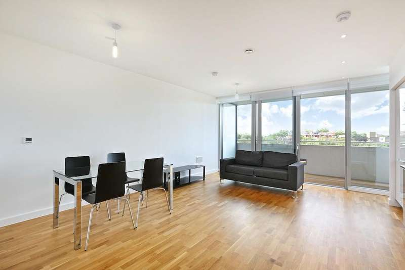 2 Bedrooms Flat for rent in Edmunds House, Colonial Drive, Chiswick, London, W4