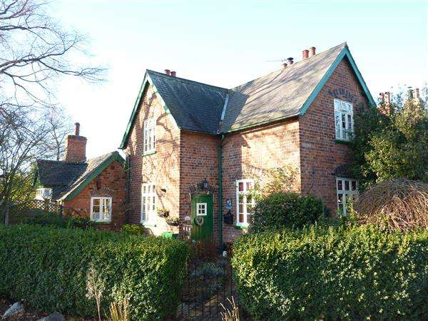 2 Bedrooms Cottage House for sale in THE AVENUE, GREAT COATES, GRIMSBY