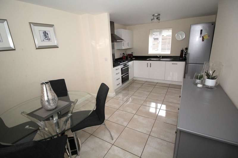3 Bedrooms Detached House for sale in West Hill Close, Great Denham, Bedford, MK40