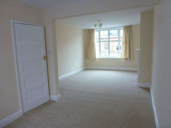 2 Bedrooms Flat for rent in High Street, Sidmouth