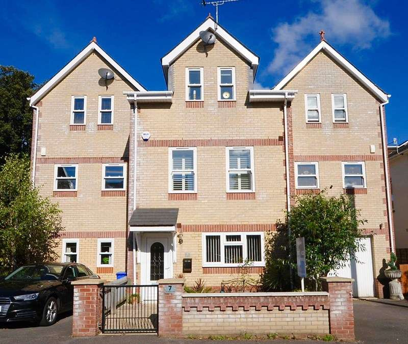 4 Bedrooms Town House for sale in Balmoral Road, Lower Parkstone, Poole