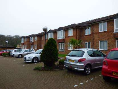 1 Bedroom Retirement Property for sale in 38 Holman Close, Waterlooville, Hampshire