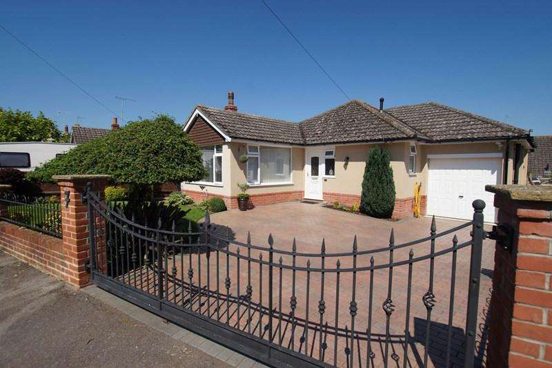 3 Bedrooms Detached Bungalow for sale in Berkeley Close, Pimperne, Blandford Forum