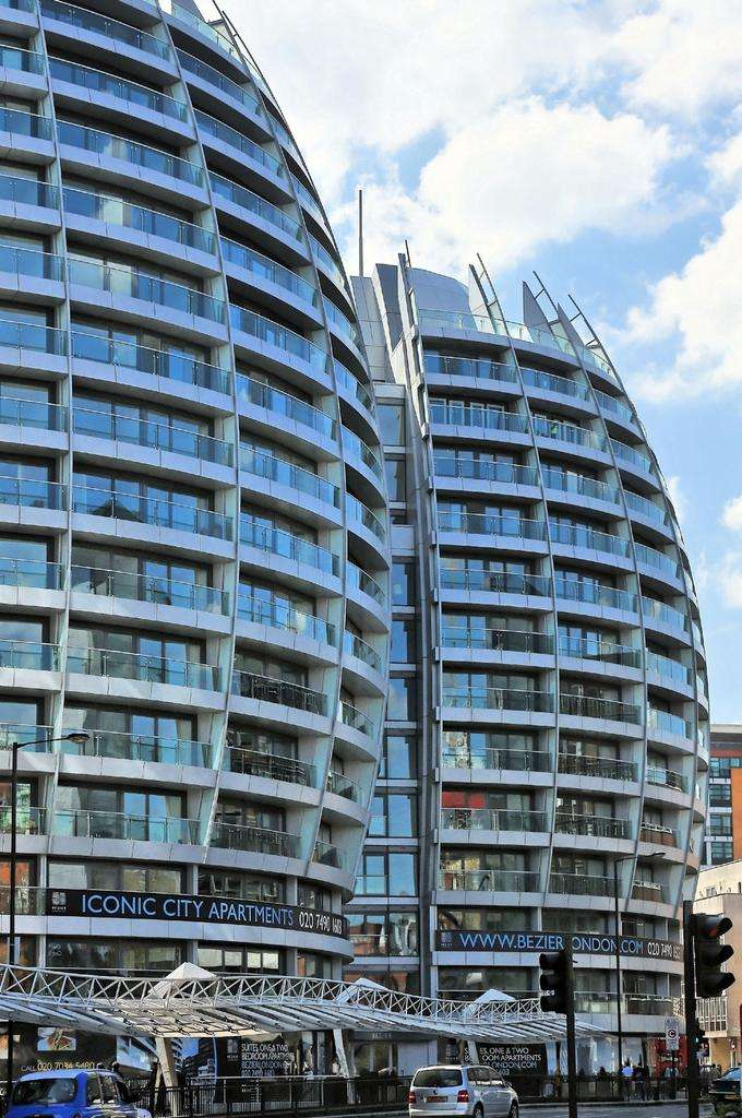 2 Bedrooms Flat for rent in Bezier Apartments, City Road, Old Street, London, EC1Y